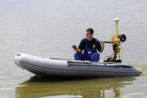 Accredited laboratory - measuring sediment by focusing boat